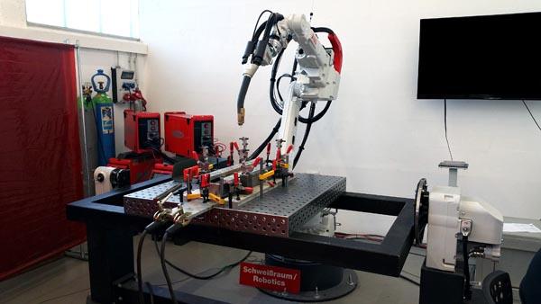 Die Prototypenschweißzelle der Firma fsk engineering GmbH zur robotergestützten Prototypenfertigung